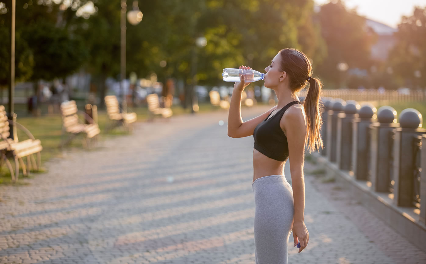 Sporty Woman drinking pure water